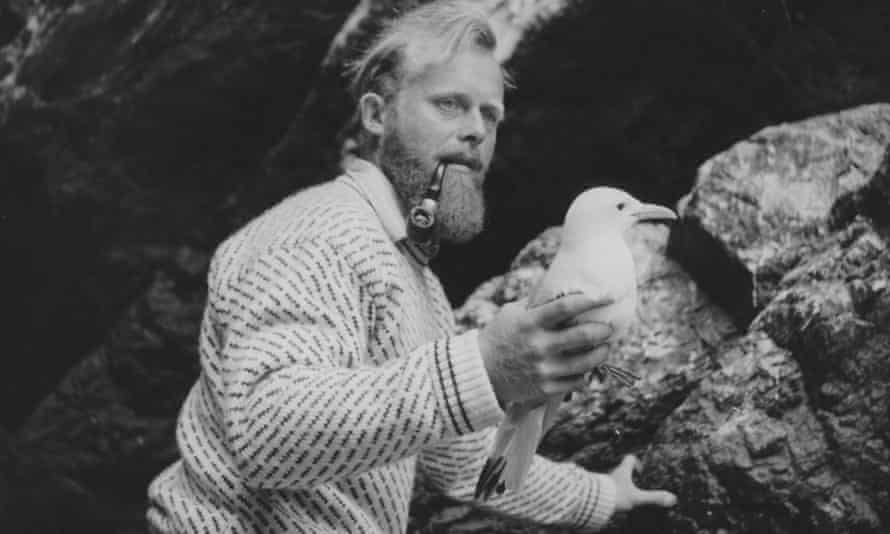 Peter Davis holding a gull. Over his career he gained a reputation as a finder of rare birds