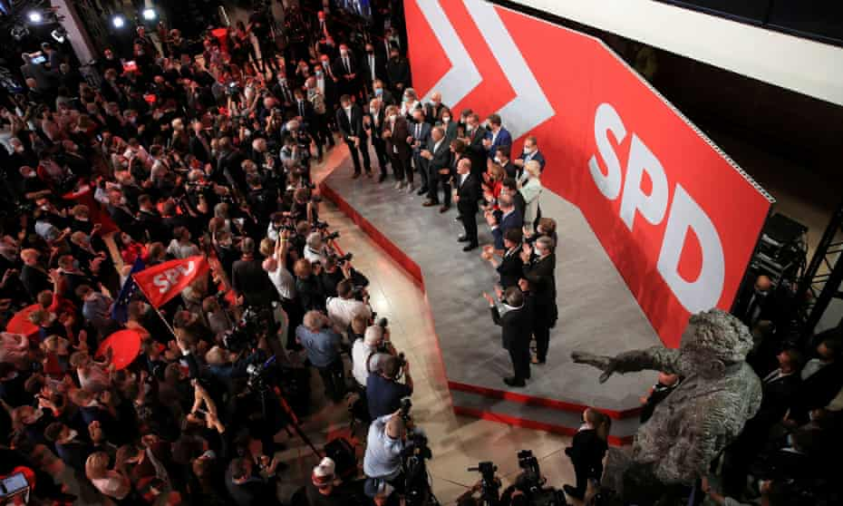 SPD supporters at party headquarters