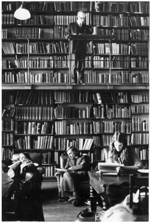 'Serene and scholarly atmosphere' — The London Library, October 1975.GNM archive ref: OBS/6/9/2/1/L Box 2