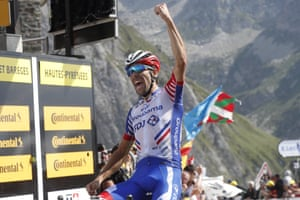 Pinot celebrates as he crosses the finish line to win at the Tourmalet.