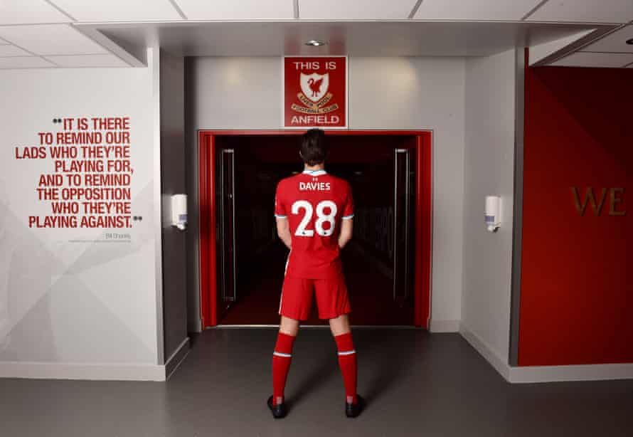 Ben Davies trawling his new Anfield surrounds.