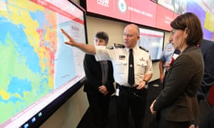 Gladys Berejiklian is briefed by Rural Fire Service commissioner Shane Fitzsimmons