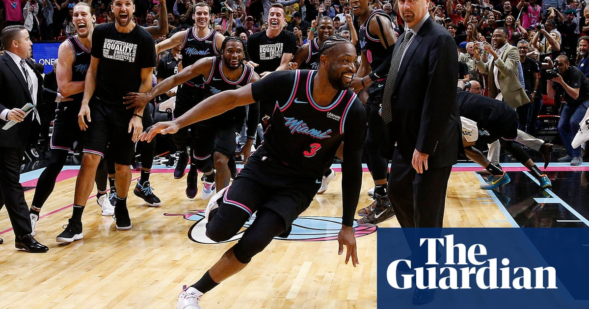 5ade583b1 Dwyane Wade turns back years to down Warriors with three-point buzzer beater
