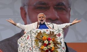 Narendra Modi addresses a rally in Srinagar