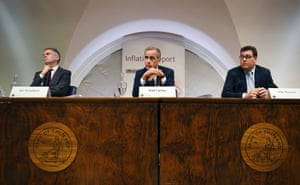 Bank of England Governor Mark Carney (C) delivers the bank's quarterly Inflation Report today.