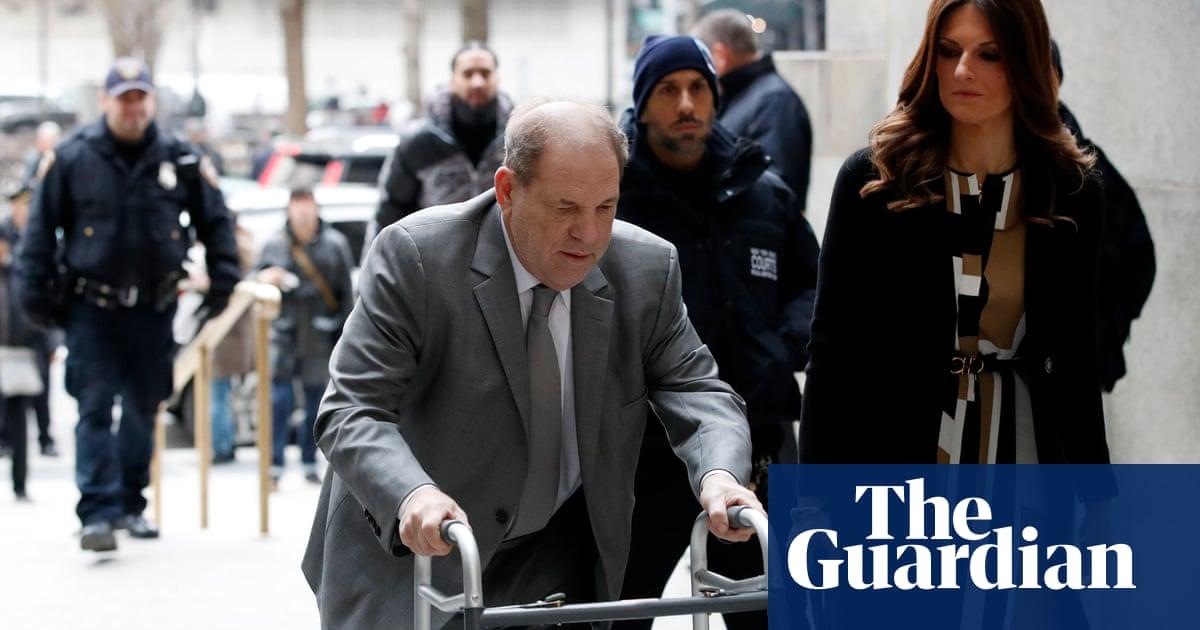 Judge threatens to revoke Harvey Weinsteins bail over phone use in court