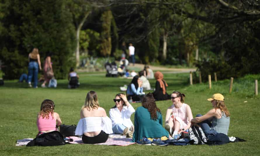 People picnicking in Regents Park, London, 30 March 2021.