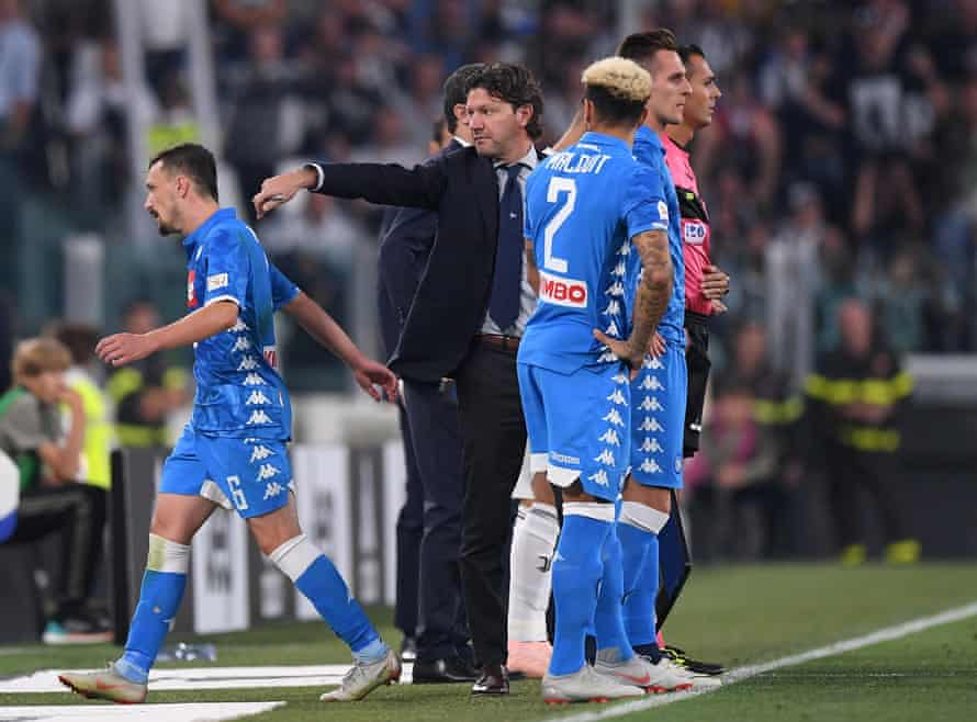 Mario Rui leaves the pitch after being shown a red card.