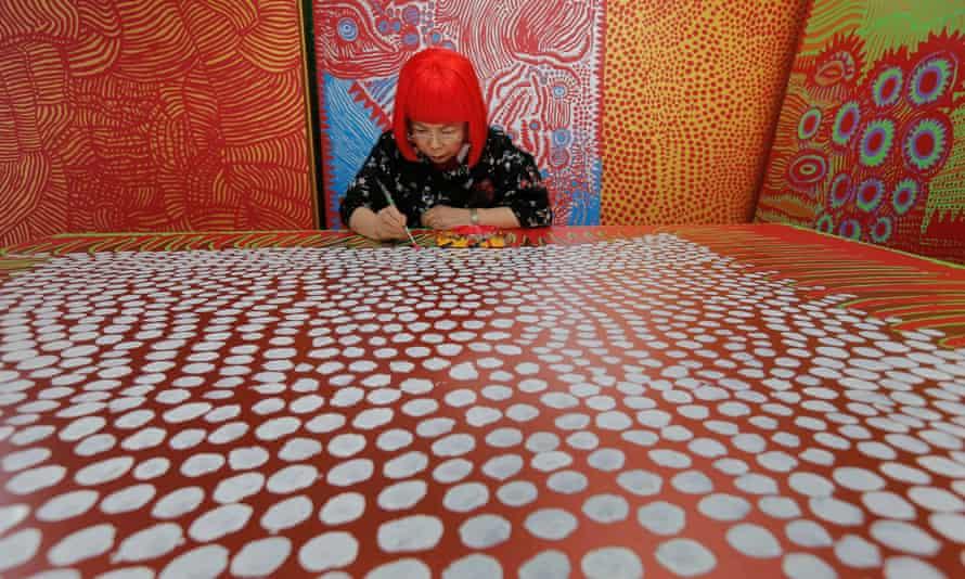 Yayoi Kusama at work
