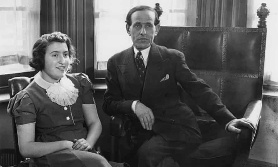 Ida Haendel with her father, Nathan Hendel, in 1938, by which time they were living in London.