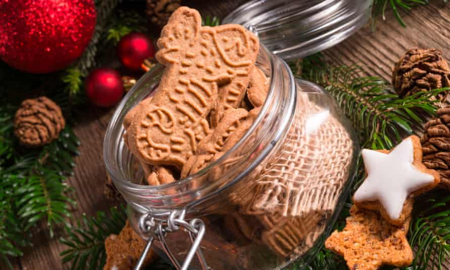 Speculoos in a glass mason jar.