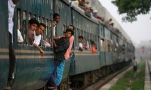 """Passengers clinging to a train at Kamalapur rail station in Dhaka"""