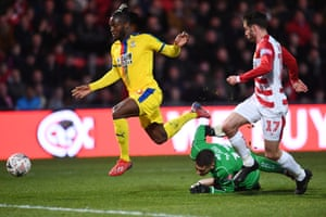 Michy Batshuayi spurns a good chance