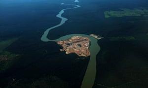 Com 256 grandes hidrelétricas construídas ou em fase de planejamento, o Brasil gera quase 65% de sua eletricidade com recursos hídricos.
