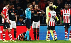 Luke Shaw injured during PSV v Manchester United