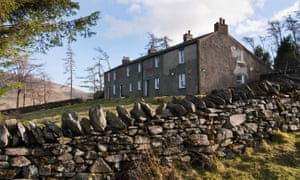 Skiddaw House hostel exterior with dry-stone wall
