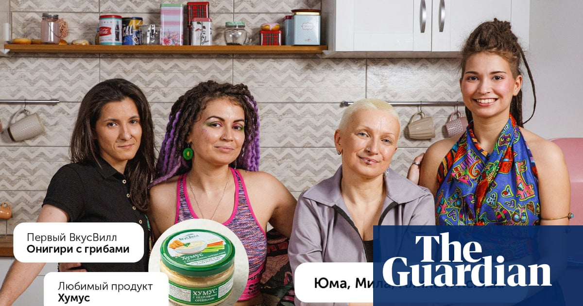 Russian supermarket faces backlash after pulling lesbian couple advert