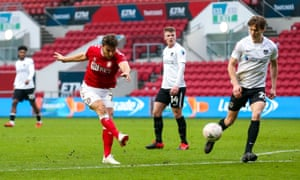 Chris Martin of Bristol City scores a goal to make it 2-1.