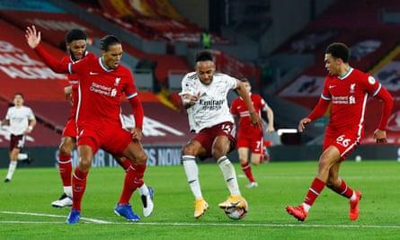 Liverpool's defenders put pressure on Pierre-Emerick Aubameyang.