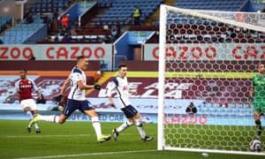Carlos Vinicius scores for Tottenham.