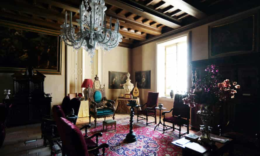 The Haifa-Jaffa living room features a gold-plated throne that belonged to Egyptian ruler Khedive Ismail.