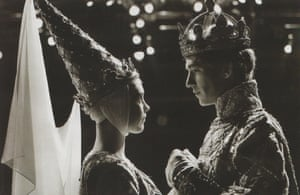 1969 McKellen, with Lucy Fleming as queen, in Richard II at the Edinburgh international festival