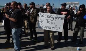 union workers hold blockade