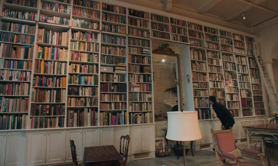 Rare book dealer Adam Weinberger appraising books at a residence in Manhattan, in The Booksellers