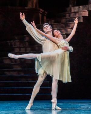 Matthew Ball (Romeo) and Lauren Cuthbertson (Juliet).