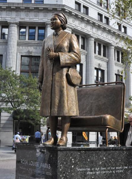 Statue of Rosa Parks by Ed Dwight at Grand Rapids.