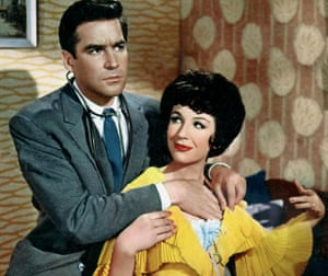 Michael Craig as Dr Richard Hare and Fenella Fielding as Mrs Tadwich in Doctor in Love, 1960