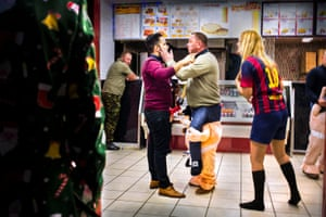 """Racial incident in kebab shop Racial incident in the kebab shop. """"F-off back home"""" the woman in the Barcelona top shouts, """"I was born here""""! The man being slapped said, ...""""So was I"""". Orwell: And what is this attitude? An attitude of sniggering superiority punctuated by bursts of vicious hatred?"""