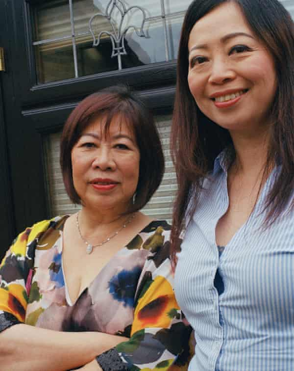 Mrs. Helen Fung (left), Honorary Chair of Community Cohesion Advocates CIC, Governor of London Hackney Chinese Community School and Dr. Bonnie Kwok (right), Headteacher of London Hackney Chinese Community School, East Croydon.