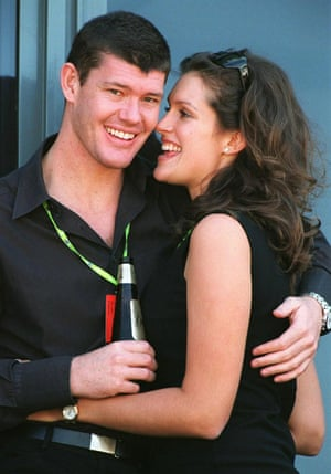Jamie Packer embraces his fiancee, Kate Fischer, in Melbourne in March 1998.