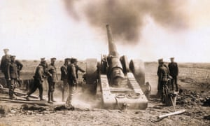 First world war soldiers with artillery