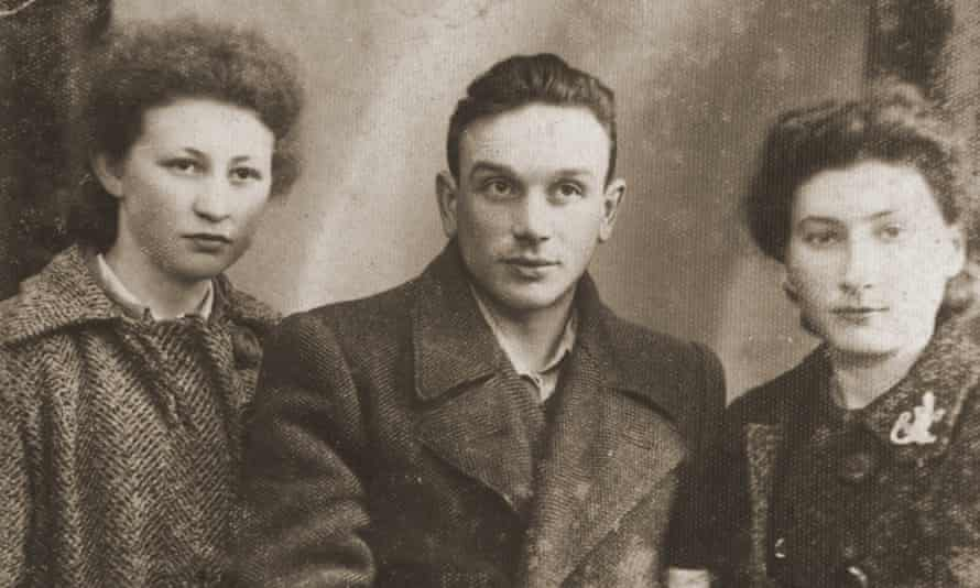 Sabina Szeps (right), in 1940