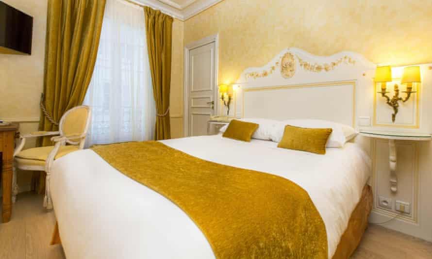 Hotel Gavarni bedroom