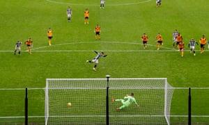 Matheus Pereira scores the winning penalty.