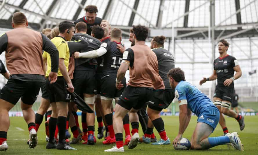 Saracens players celebrate Alex Goode's try against Leinster at the Aviva Stadium.