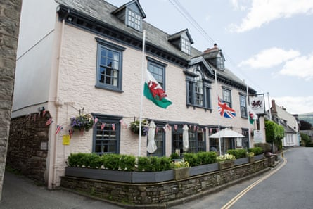 The Dragon Inn exterior, Crickhowell