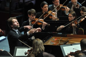 Leif Ove Andsnes directs the Mahler Chamber Orchestra from the piano at the Proms.