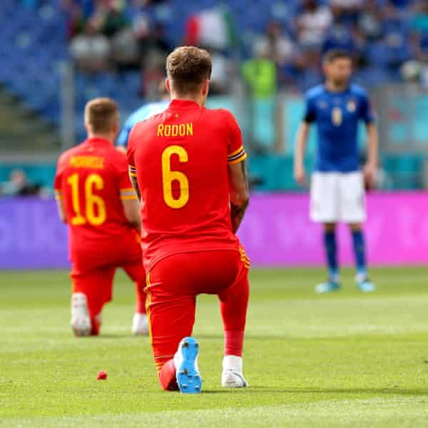 Wales players take the knee