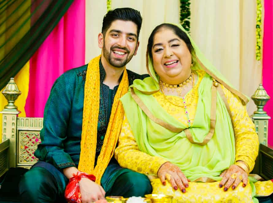 Niaz Shazad with his mother, Nargis Begum, who was killed after her car broke down on the M1