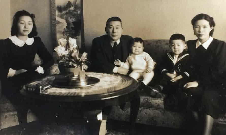 Chiune Sugihara, his wife Yukiko (right), his sister-in law Setsuko Kikuchi (left) with their two eldest sons, Hiroki and Chiaki.