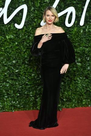 Naomi Watts arrives at the awards in a black velvet dress