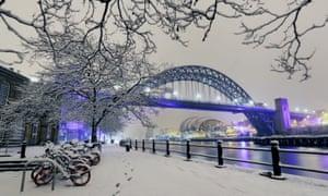 Newcastle tyne bridge under heavy snow