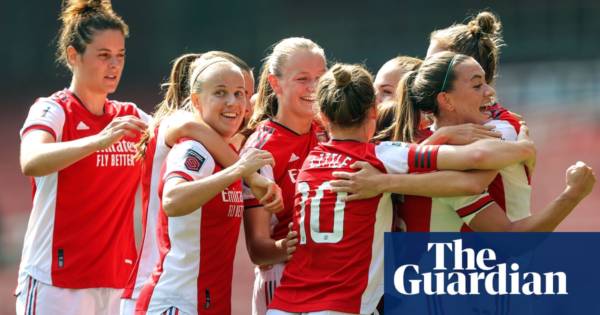 Arsenal win WSL thriller against Chelsea thanks to Beth Mead double