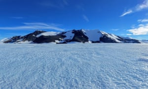 an expanse of ice in the antarctic