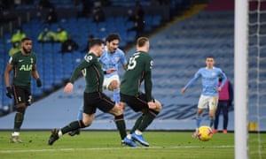 Ilkay Gundogan fires in Manchester City's second.