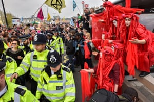 Police move in on Waterloo Bridge
